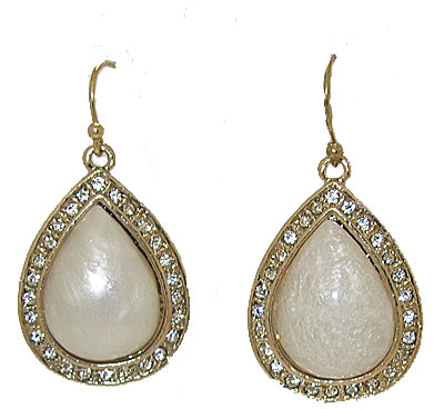 Tear drop earrings set with Mother of Pearl